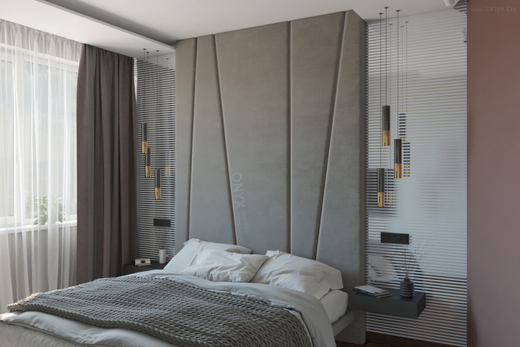 Зеркала в спальне. Мягкое изголовье до потолка.