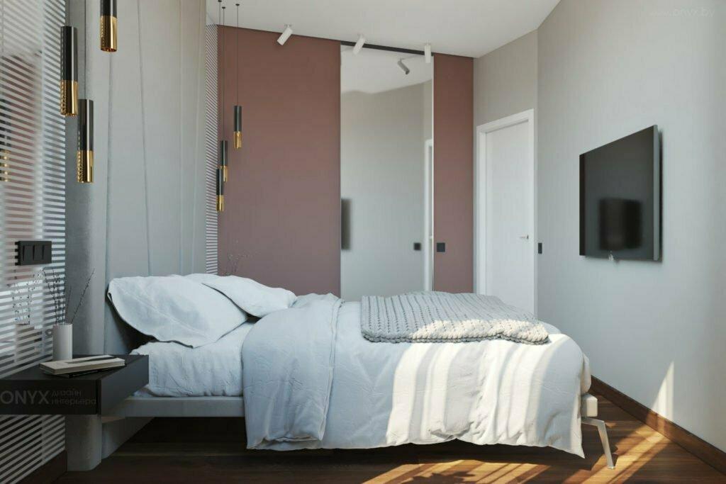 Стильная спальня с гардеробной с зеркальной дверью