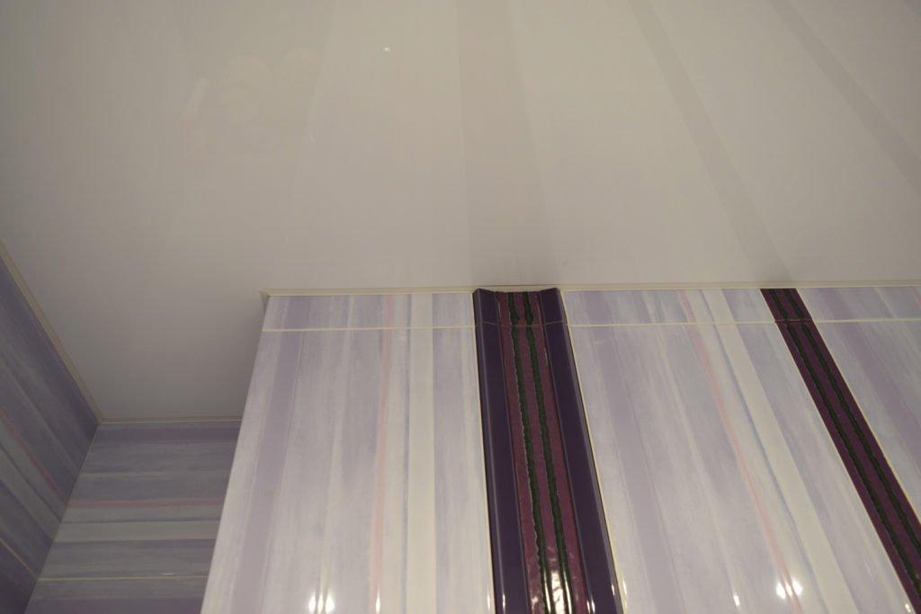 заглушка у натяжного потолка